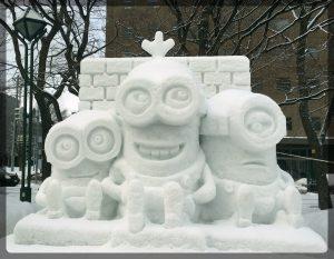 Harrastelijaryhmien lumiveistoksissa oli tänä vuonna paljon Minionseja.