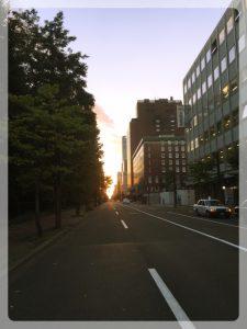 Auringonnousu Sapporossa pari tuntia maanjäristyksen jälkeen.